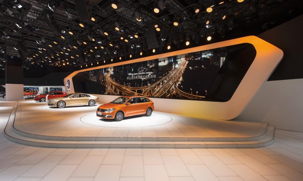 VW Messestand auf der Auto China 2015